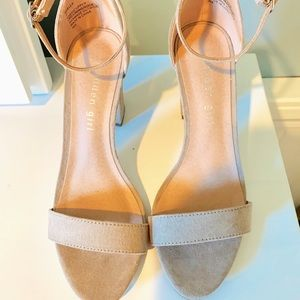 Nude/ tan heels